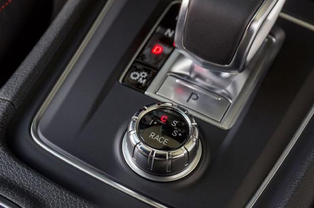 Mercedes AMG A45 4MATIC 2017 có Cụm điều khiển AMG DYNAMIC SELECT với 4 chế độ vận hành