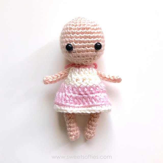 Honey Bunny Amigurumi Dress-Up Doll with Garden Play Mat (50 ... | 640x640