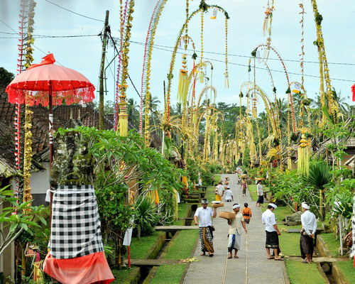 Travel.Tinuku.com Galungan and Kuningan traditional Balinese holy day to celebrate victory of truth against badness