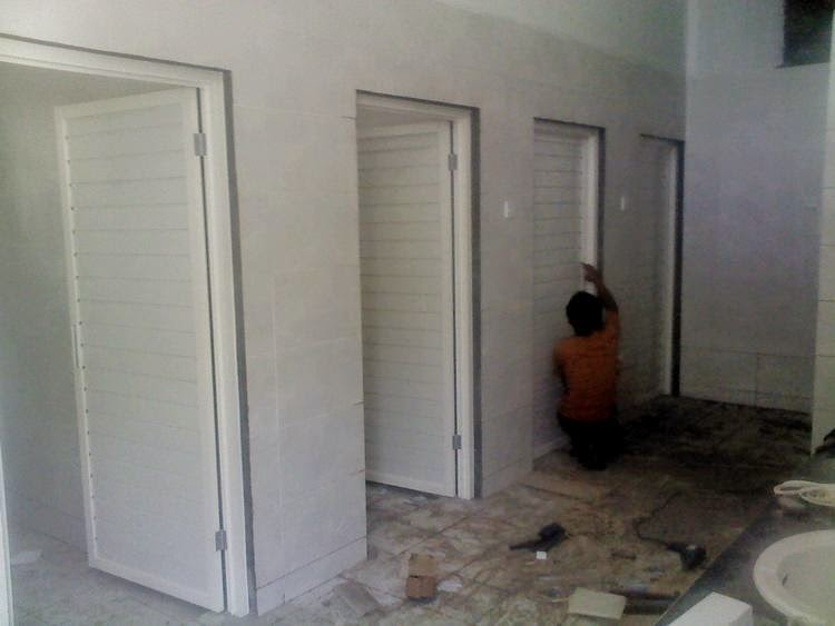 Pintu Aluminium Kamar Mandi Putih