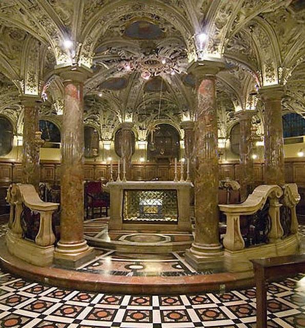 Cripta da catedral de Milão