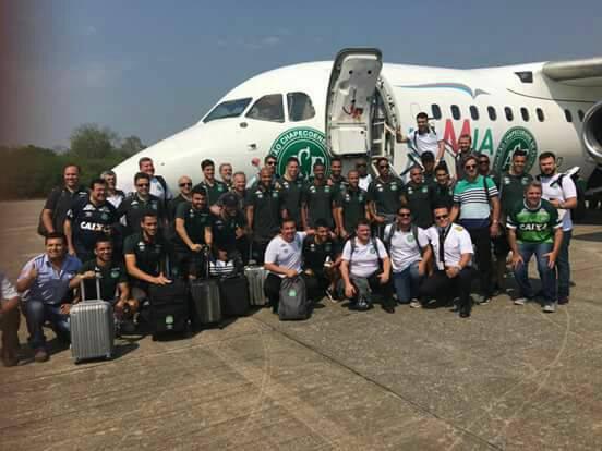O último adeus, vídeo mostra jogadores do chapecoense se despedindo antes do voo que matou 76 pessoas.