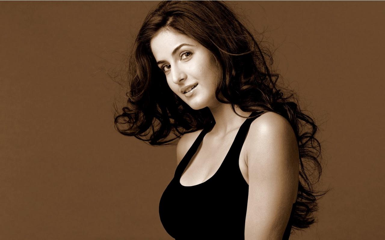 HD Wallpaper Download: Beautiful Katrina Kaif Bollywood