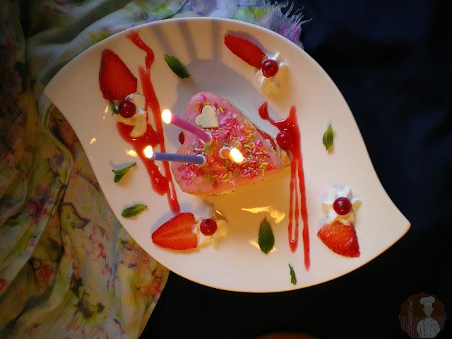 Tercer aniversario del blog: Corazones de hojaldre con crema de nata y queso