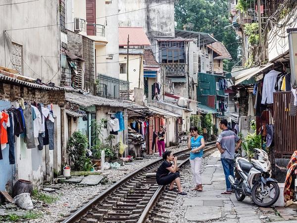 A la découverte de la célèbre rue du train à Hanoi