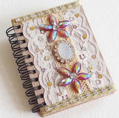 https://www.alittlemarket.com/carnets-agendas/fr_petit_carnet_precieux_shabby_chic_dentelles_fleurs_strass_rubans_ivoire_rose_et_dore_-11791677.html
