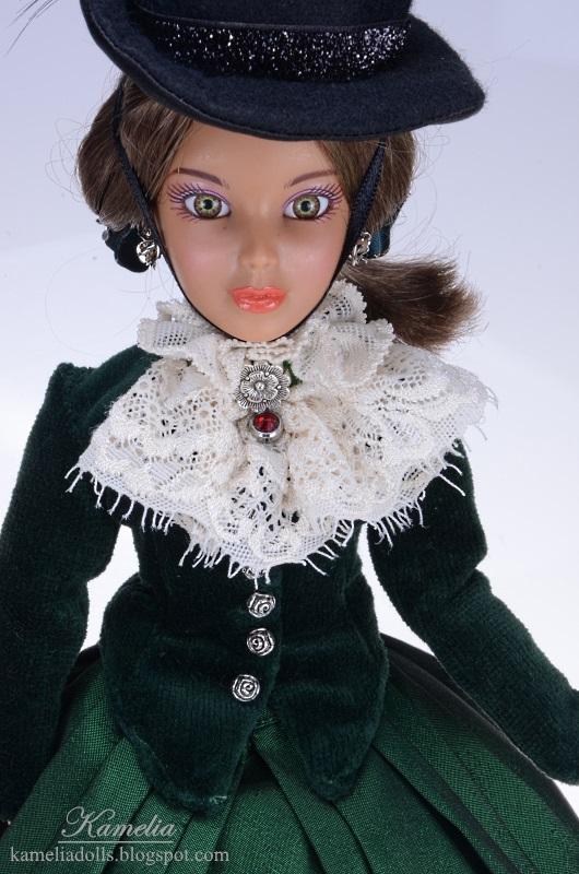 Suknia z epoki dla lalki.