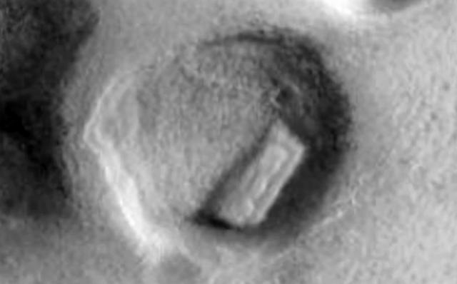 В кратере на Марсе обнаружены древние руины (видео)