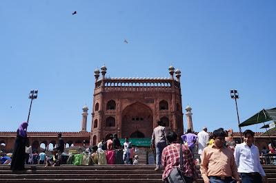 Gerbang Masuk Masjid Jamak