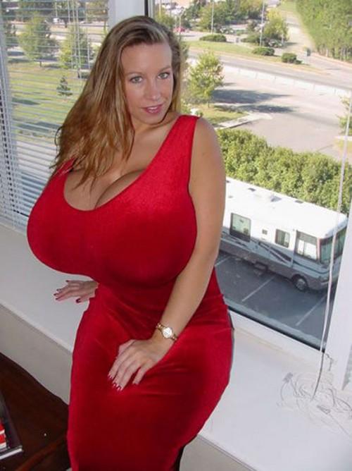 порно крупная женщина высокого роста с огромной грудью чего