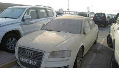 Audi pun dibiarkan berdebu di teriknya matahari