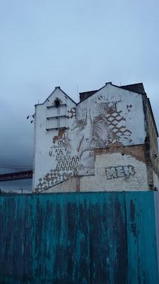 Vhils - Hausfassade in Lissabon (neben der X-Factory)