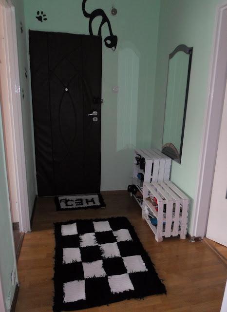 Czarny&Biały sierściuch - dywanik i wycieraczka ze swetra DIY, szachownica // Black&White carpet DIY