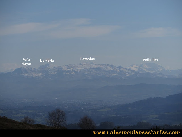 Ruta Sierra Bufarán, picos Degollada o Grande y Cotera: Vista de Peña Mayor, Llambria, Tiatordos y Peña Ten