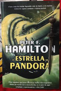 Portada del libro La estrella de Pandora, de Peter F. Hamilton