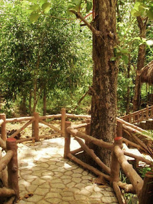 walkway-from-Bulwang-Caves-office