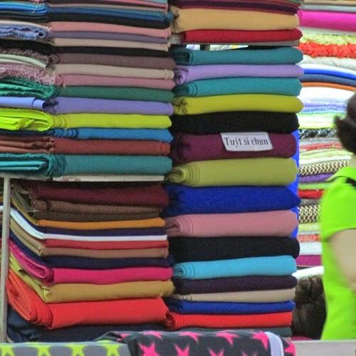 Một Năm Hoạt Động Thu Mua Vải của Thời Trang May Mặc