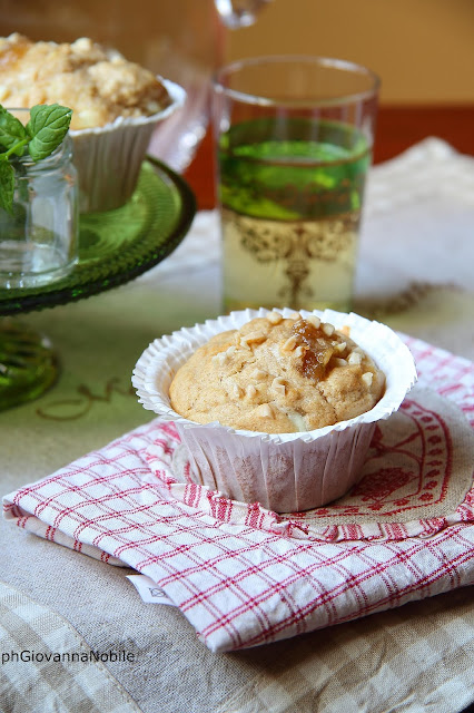 Muffin di farro, con confettura di pere, robiola di Roccaverano