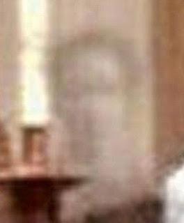 φωτογραφία φάντασμα παππούς εγγονή βαφτίσια Ανεξήγητα φαινόμενα ανεξήγητα
