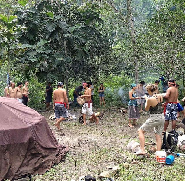 Nas experiência ecológico-tribais desaparecem todas as formas de cultura, ordem e dignidade. Reina o prosaísmo, a igualdade, a imoralidade e a superstição.