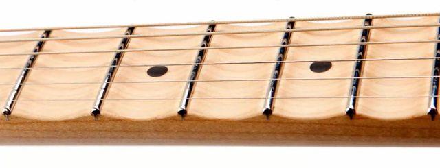Características de un Mástil o Diapasón de Guitarra Escalopado