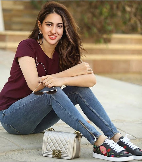 Sara Ali Khan Looking Hot with Jeans