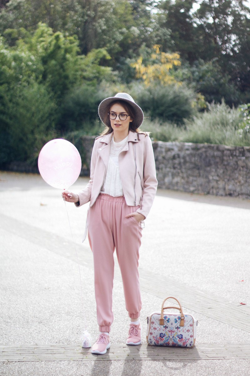 How to style pink trousers