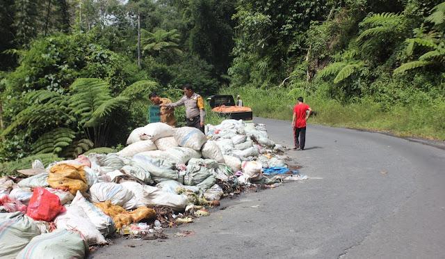 Miris, Sampah Menggunung di Jalan Liwa- Ranau