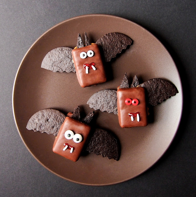 The Tiny Funnel Graham Cracker Bats