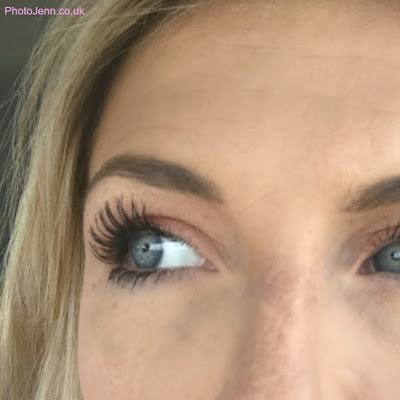 L'oreal-Paris-Paradise-Mascara-on-lashes-review
