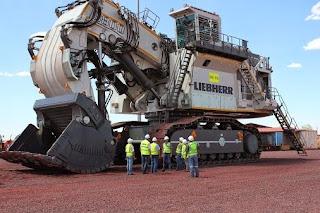 eskavator alat berat terbesar di dunia