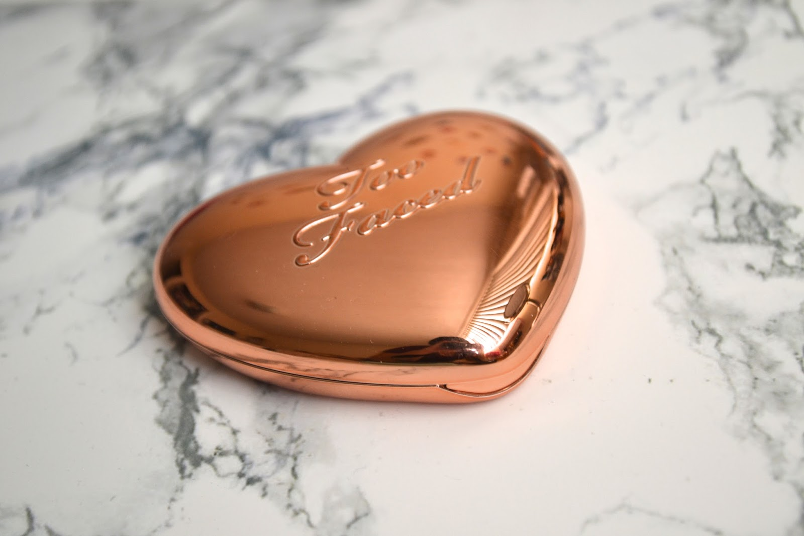 Aquaheart Too Faced Love Light Prismatic Highlighter In