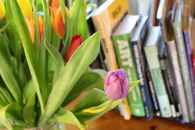 books and tulips pic