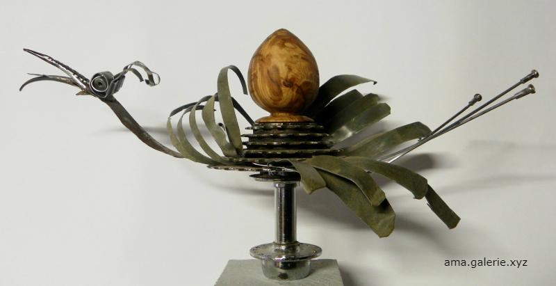 Laylak la cigogne par Ama sculptrice métal Alpes de Haute-Provence