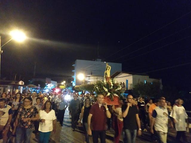 Católicos participam da abertura da 57ª Festa de São Sebastião, em Patos