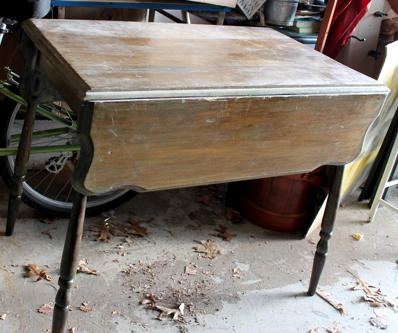 This Week's Vintage Finds #28 Country Farm Table