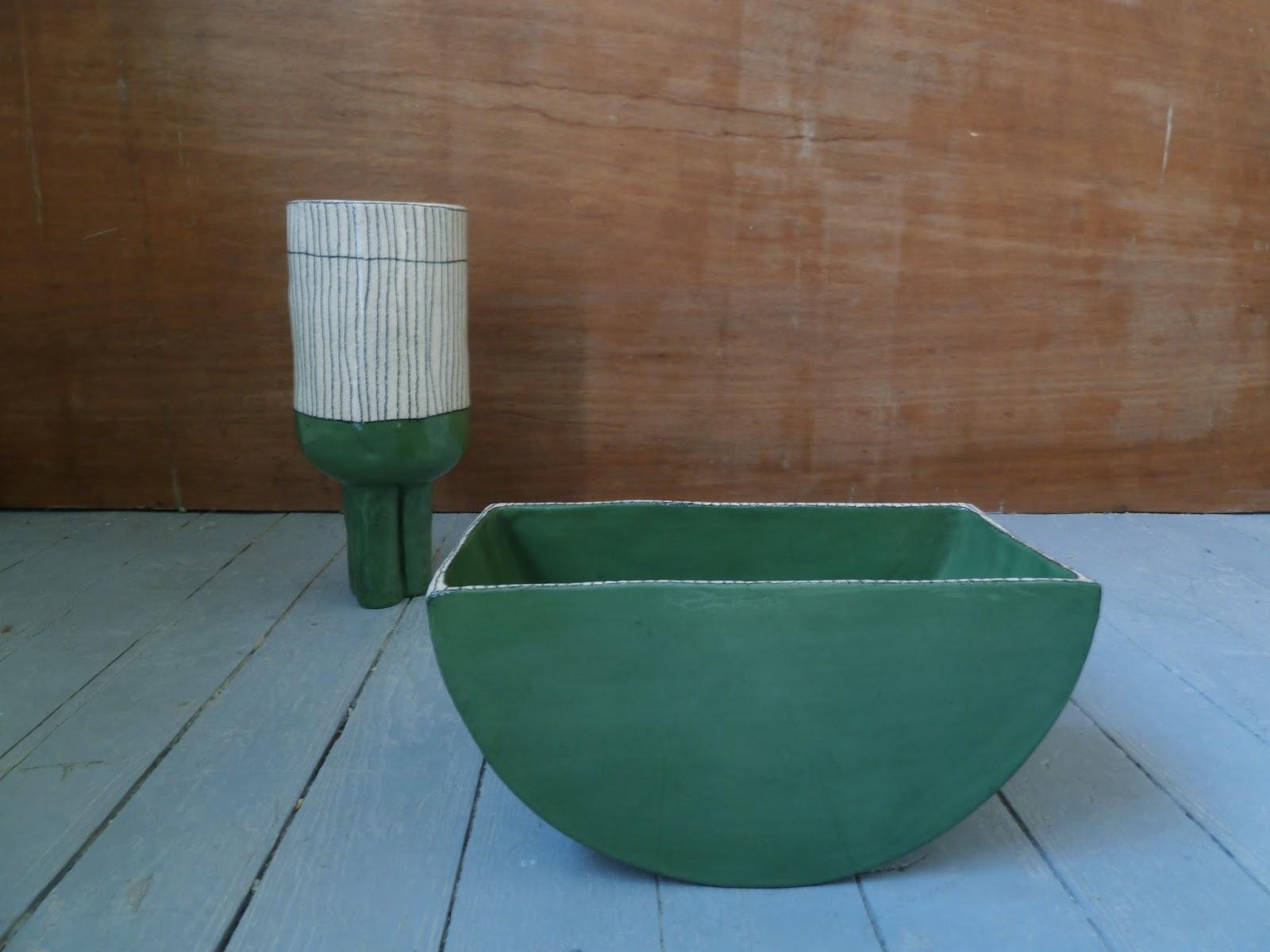 sabine orlandini design c ramique juin contenant bascule et vase tripode. Black Bedroom Furniture Sets. Home Design Ideas