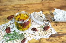 queso en aceite, queso marinado, queso marinado en aceite, queso marinado en aceite de oliva, queso marinado picante, queso marinado receta, receta de queso en aceite, las delicias de mayte,
