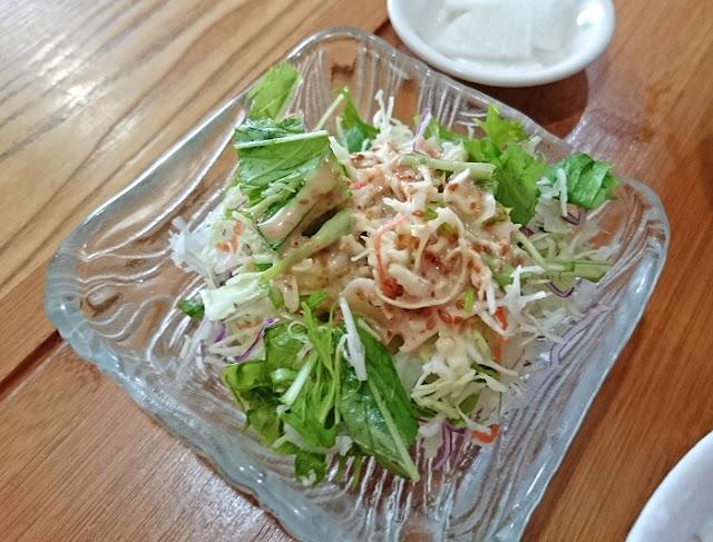味噌汁定食のサラダの写真