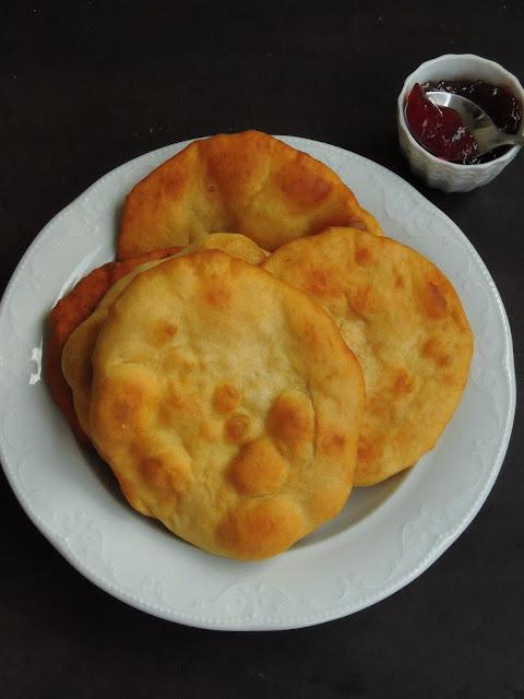 Mekitsa, Mekitsi, Bulgarian Mekitsa