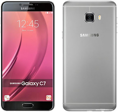 "Spesifikasi Samsung C7    Samsung C7 ini memiliki layar 5.7 inchi beresolusi Full HD 1080 x 1920 pixel dengan teknologi super amoled serta kerapatan pixel pada layarnya mencapai ~386 ppi. di atas kertas, layar hp ini mampu menampilkan gambar yang jernih dan tajam dengan karakteristik warna yang gonjreng ala super amoled.  Selain itu, Layar hp ini sudah di lapisi kaca dengan teknologi 2.5D yang membuat layarnya agak melengkung. perlu di ketahui, lengkungan layar pada galaxy C7 ini tak semelengkung layar miliki samsung galaxy S6 edge ataupun samsung S7 edge. karena yang membuat agak melengkung hanya lapisan kacanya saja, bukan layarnya.Hp ini memiliki layar yang lebar, maka saat di operasikan dengan satu tangan kurang nyaman. untungnya samsung menyediakan fitur ""One handed mode"" sehingga akan lebih mudah di operasikan dengan satu tangan. untuk mengaktifkan fitur ini anda hanya perlu menekan tombol ""home"" sebanyak 3 kali.  Hp ini memiliki sensor fingerprint sebagai modul keamanan utama yang paling ketat, sensor ini terletak menyatu dngan tombol home. performa sensor fingerprint ini sangat memuaskan, sangat akurat dan cepat. untuk membuka layar menggunakan sidik jari saja, sensor ini hanya membutuhkan waktu sekitar 0,2 detik saja. untuk kecepatannya mirip – mirip dengan sensor sidik jari milik"