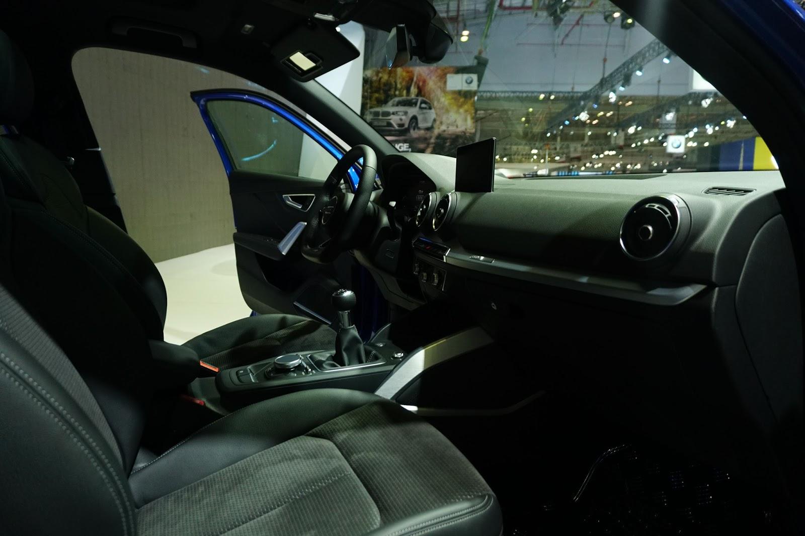 Ghế lái của Audi Q2 2017 khá ấn tượng với vẻ êm ái, bọc da