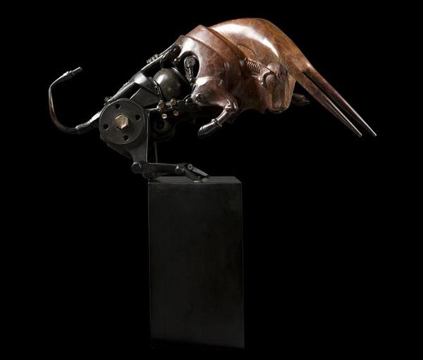 Escultura steampunk de redbull