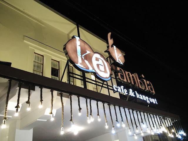 Cafe dengan tema Karambia (Kelapa)