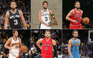 Una foto che ritrae Belinelli con tutte le maglie delle squadre NBA nelle  quali ha militato df19eb34eca3