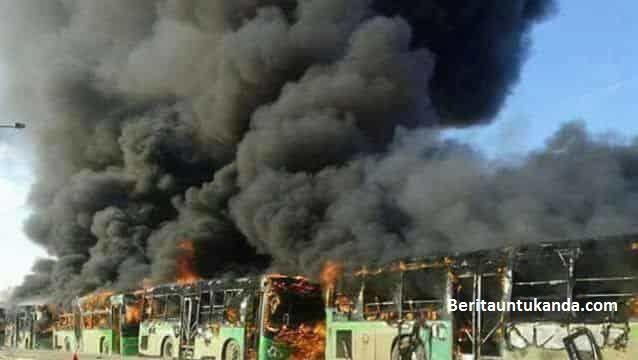 Militan Bakar Habis Bus-bus yang Hendak Evakuasi Korban Perang Aleppo