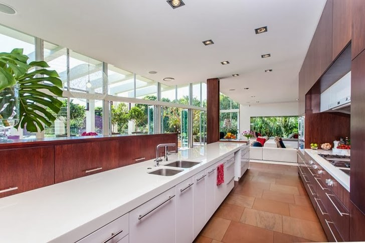 Kitchen in Classy contemporary house in Casuarina, Australia