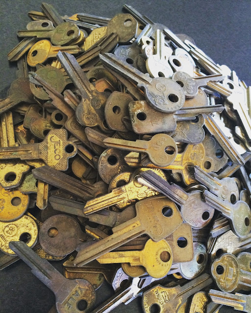 Don't you just love old keys? This pile was a steal at a fun house this weekend! Pin for a great background image!