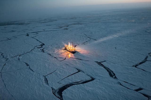 Корабель в Арктиці. BEST PHOTOGRAPHS OF 2016