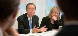 El titular de la Organización de las Naciones Unidas, Ban Ki-Moon, que finaliza su mandato el 31 de diciembre próximo, será recibido este mediodía por el presidente, Mauricio Macri, en Casa de Gobierno. Tras el cónclave, se espera que el Jefe de Estado y el diplomático den a conocer una declaración conjunta.